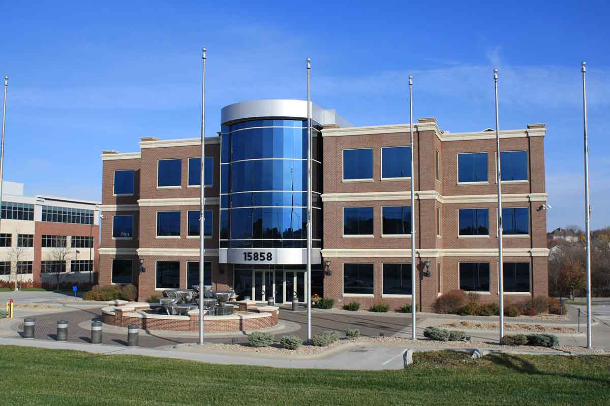 Omaha-Commercial-Window-Cleaning-1